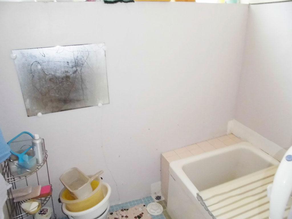 手摺り設置前の浴室の写真