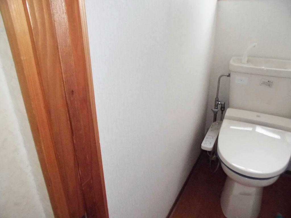 手摺り設置前のトイレの写真